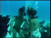 JAV Thaiเล่นพิเลนเย็ดใตน้ำพร้อมสน๊อกเกิล ทีมกล้องพร้อม อยากเห็นลีลาเย็ดใต้น้ำมาดูของแปลกกัน