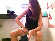 คลิบหลุดแอบถ่ายห้องน้ำห้างเมืองจีน สาวสวยถอดกางเกงในฉี่ เห็นหีหมดAsian Hot!สยิวเลยหวะ