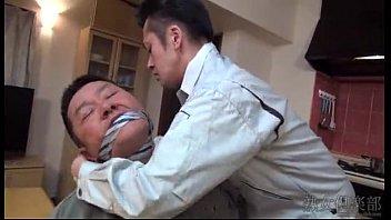 หนังโป๊ข่มขืนเมียเพื่อนจับมัดคาเก้าอี้ล่อเด้าท่าหมาในครัวต่อหน้าAv xxxเจ็บใจแทนล่อหีบานแตกใน