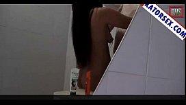 Videoแอบถ่ายหญิงอาบอบนวด ล่อกับเฮียในห้องน้ำ กำลังล้างหีอยู่เส่ยแกเข้ามานัวดูดหัวนมแล้วจับจู๋ยัดเข้ารูหี