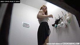 คลิบ18+แอบถ่ายห้องแต่งตัวลองชุดผู้หญิงฝรั่ง ถอดจนหมด ซูมเข้าหีขาวหุ่นเด็ดจริงเหมือนนางแบบฮอลลี่วู้ด