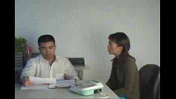 หนังโป๊ไทยเสียวกับสาวOffice 18+ ปิดห้องประชุม ซอยหีเพื่อนสาว รูหีไร้ขน เสียบควยเย็ดๆๆจนล้มเลยro89