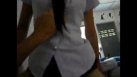 เล่นท่าควบม้าก่อนไปเรียนคาชุดนักศึกษาไทย ไส่ทรงเอแค่ถ่กกระโปรงขึ้น เอาหีเสียบควยเข้ารู ร้องอ๊าเสียวจังเสร็จไปรอบนึง
