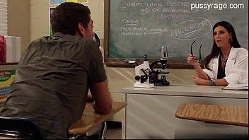หนังโป้เย็ดครูสอนแคลคูลัสถามโจทย์จนครูตอบไม่ได้ยอมแพ้ให้เย็ดทีนึง PORN TUBE8