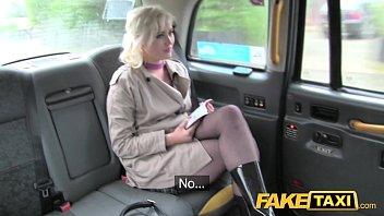 ค่าแท็กซี่โก่งราคา มันแพงยอมแลกหีเพื่อนั่งรถฟรีหนึ่งสัปดาห์แถมแอบถ่ายลงเพนหนังโป้ฝรั่งโม้กแตกไส่ปากข้างรถ หน้านางยั่วดีหีขาวเนียนไร้ขนหมอยบังตา