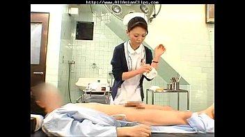 Nurse Porn พยาบาลใจดีชักว่าวให้แถมพิเศษโม๊คสดแตกในปากเรียงเตียงเหมือนหิวน้ำว่าวมาผัวไมเย็ด อีกหน่อยควบม้าขย่มควยเอง av ฟรีๆ
