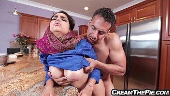 พ่อหนุ่มหิวหี เย็ดเมียเพื่อนในครัว เมาหลับกันหมด เย็ดสาวมุสลิมเปลี่ยนอารมณ์ Xhamster หนังใหม่แนวอวบอึ๋มยืนเย็ดกันเฉ้ย