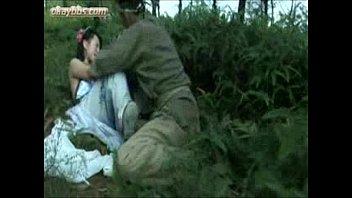 ขืนใจหม่กป่าดูหนังโป้ออนไลน์จีนแนวข่มขืนต้องเรื่องนี้ เมียเจ้านายยังพามาจับเสียบล่อหีในป่า ร้องดังไม่มีไครช่วย น่าสงสารเนอะ redtube
