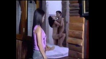 ฉากหนังโป้ไทยHDมาถึงลูบเบ็ดให้ของขึ้น จะได้เย็ดด้วยน้ำหีอันหล่อลื่น น้องสาวแอบมาดู พี่สาวโดนเย็ดคาเตียงคาผัว