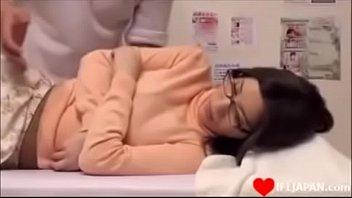 AV PORN HD หมอนวดหลอกเย็ดหี สาวแว่นมานวดแบบแก้ผ้า เจอตำหีเย็ดเข้าคาเตียง