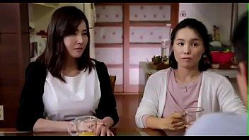 หนังโป๊ะเกาหลีลูกชายแอบเย็ดxหีเพื่อนแม่ เห็นเป็นอึ๋มนมโต หีน่าจะโหนกใหญ่ มอมเหล้าแล้วจับแหกหีกระแทกเย็ด