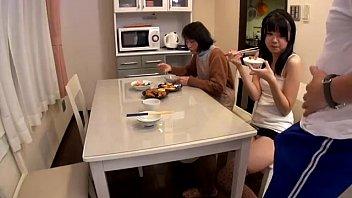 หนังโป๊ออนไลน์ พ่อเลี้ยง พ่อเย็ดลูก ดูหนังav ญี่ปุ่น