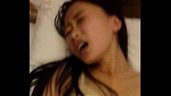 คลิปโป๊เปิดซิงหีนิสิตรุ่นน้องชมรมดนตรีไทย โดนกระแทกหีจับซอยหีจนน้ำแตกใน เสียงครางแถมทำหน้าอย่างเสียว