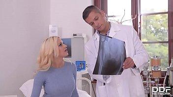 คุณหมออยากเสียวควย! HD HOT ฝรั่งผมทอง แกล้งทำเป็นปวดท้อง ทีแท้คันหีอยากเป็นเมียหรอ