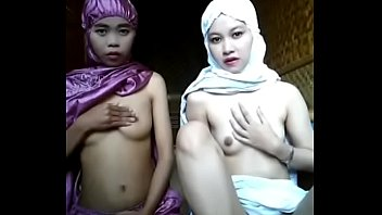 xxx clip islam สองสาวอิสลามเปลื้องผ้าเล่นหัวนมในเอ็มไลฟ์ ท่าจะอยากดังในแวดวงมุสลิมหนุ่มชักว่าว