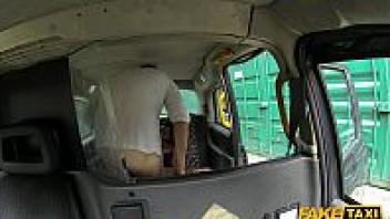 เย็ดบนรถ เย็ดกระจาย เด้าหี หีน้ำแตก หนังโป๊ฝรั่ง